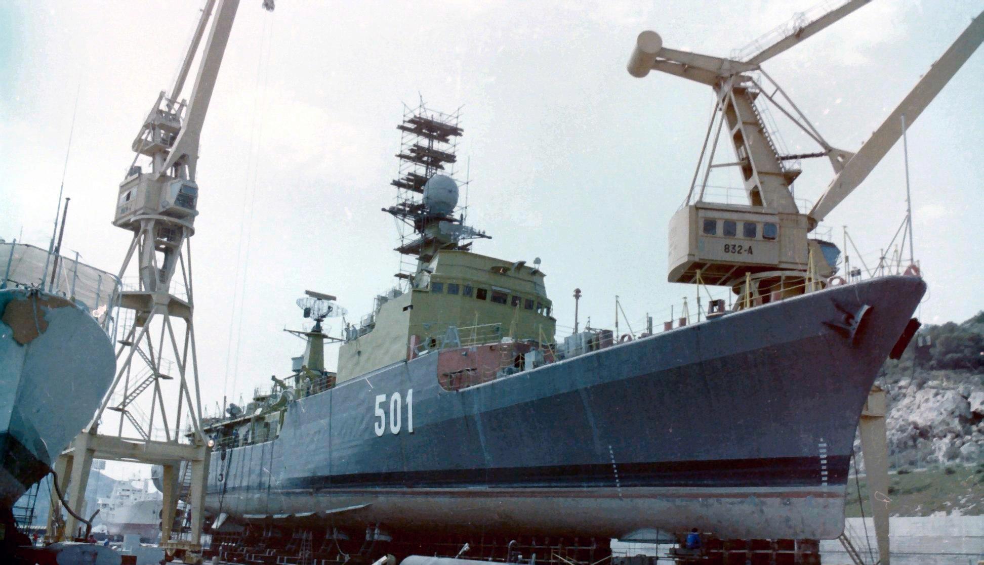 Royal Moroccan Navy Descubierta Frigate / Corvette Lt Cl Errahmani - Bâtiment École - Page 4 Clipb493