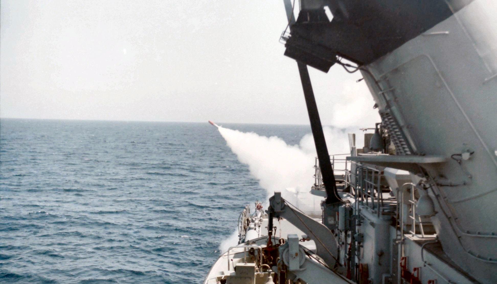 Royal Moroccan Navy Descubierta Frigate / Corvette Lt Cl Errahmani - Bâtiment École - Page 4 Clipb504