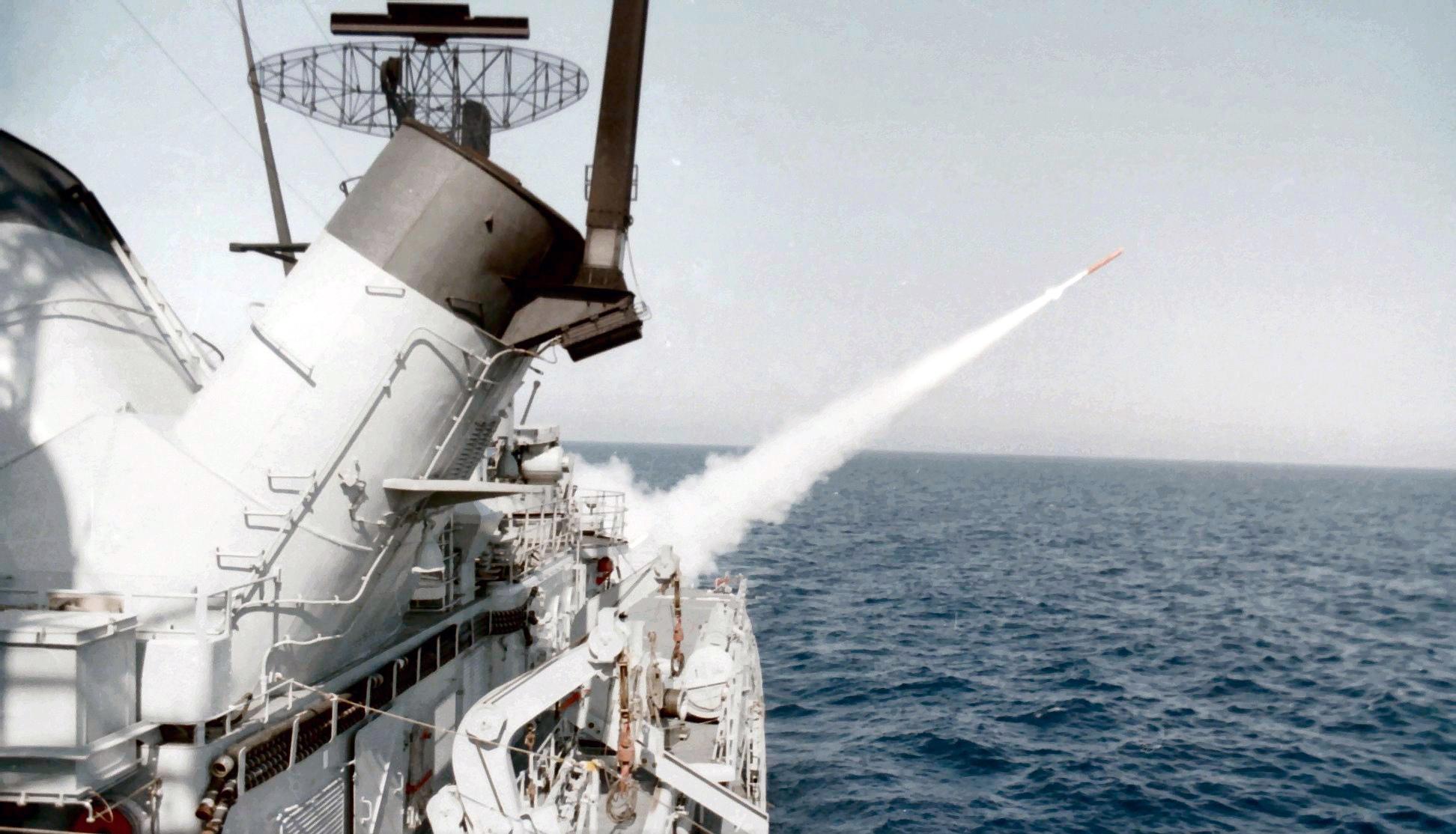 Royal Moroccan Navy Descubierta Frigate / Corvette Lt Cl Errahmani - Bâtiment École - Page 4 Clipb506
