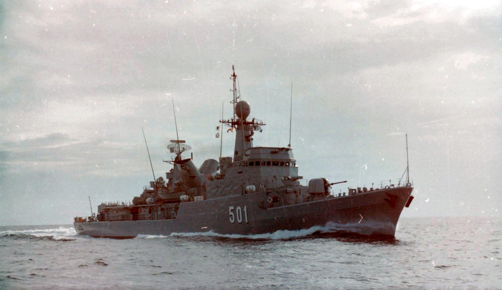 Royal Moroccan Navy Descubierta Frigate / Corvette Lt Cl Errahmani - Bâtiment École - Page 4 Clipb509