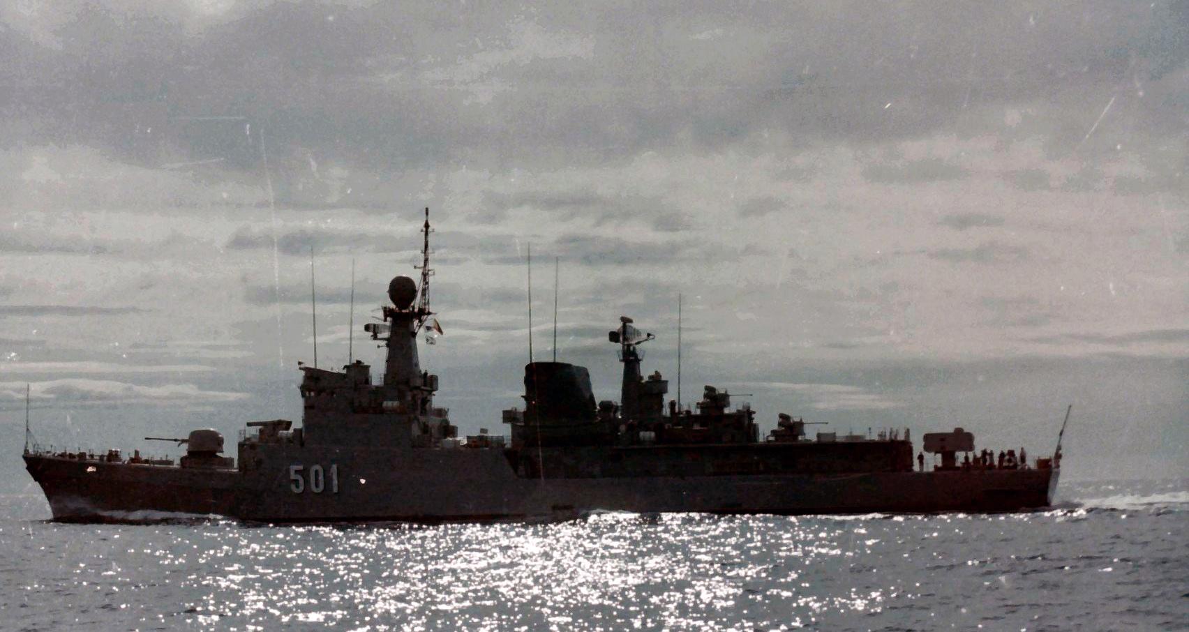 Royal Moroccan Navy Descubierta Frigate / Corvette Lt Cl Errahmani - Bâtiment École - Page 4 Clipb514