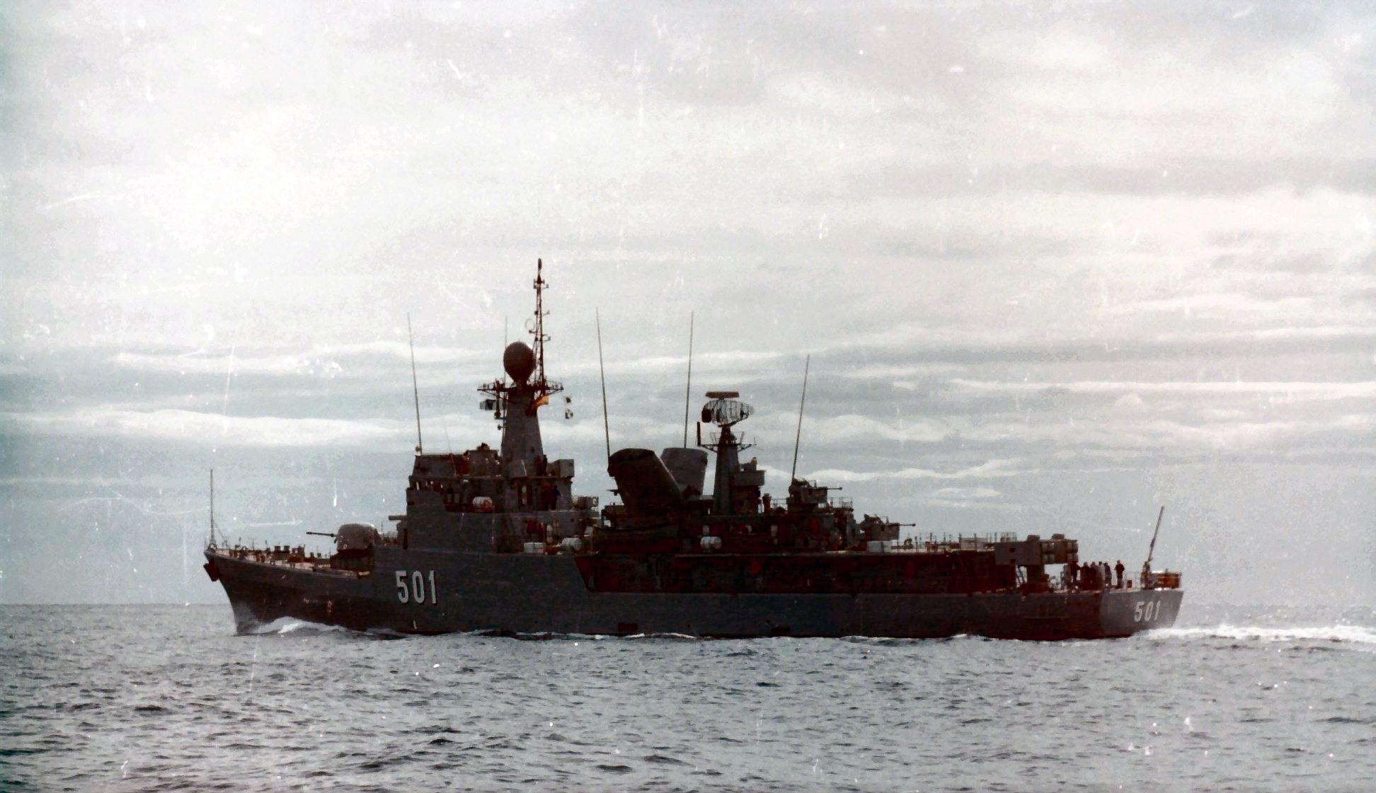 Royal Moroccan Navy Descubierta Frigate / Corvette Lt Cl Errahmani - Bâtiment École - Page 4 Clipb515