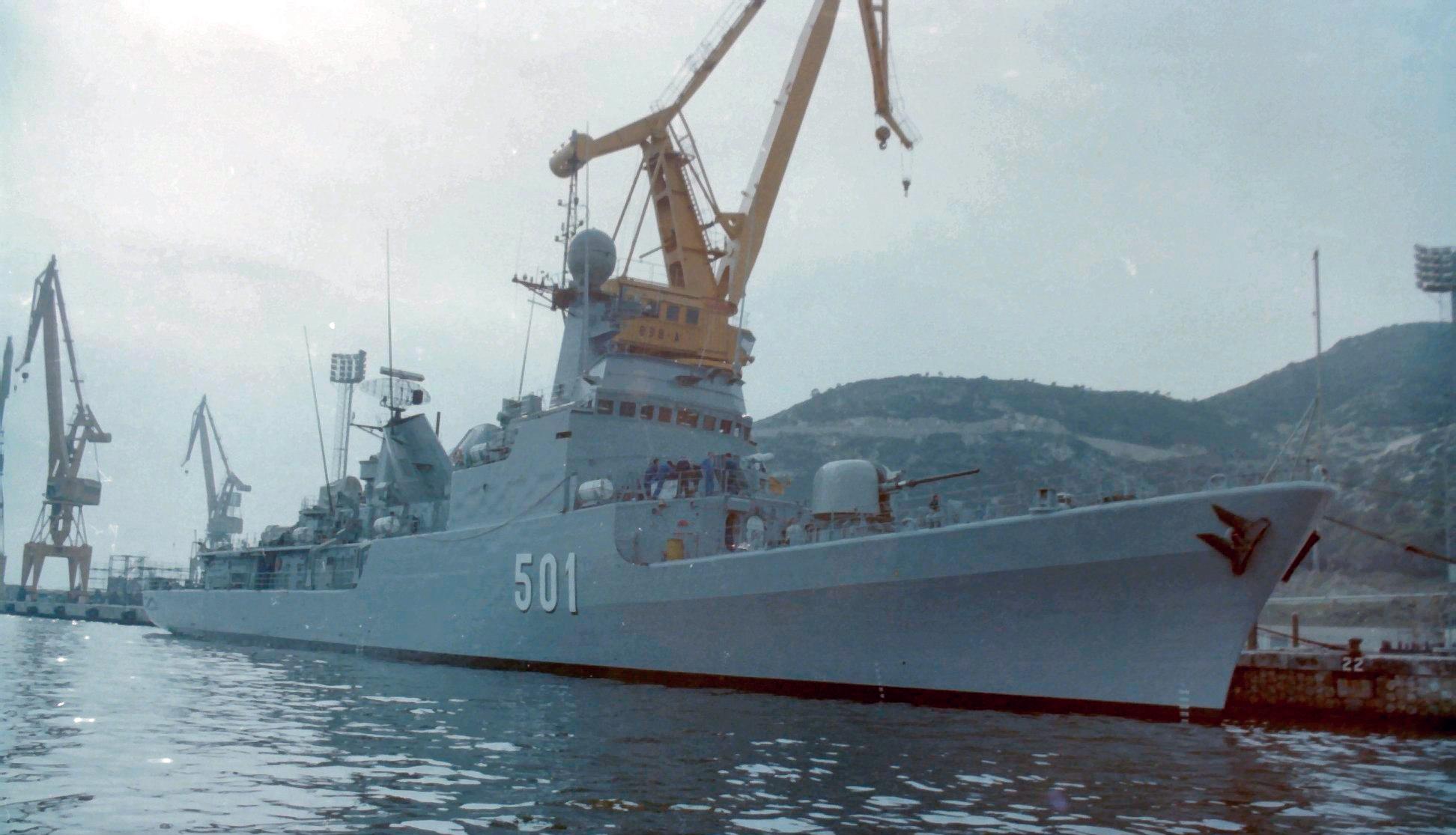 Royal Moroccan Navy Descubierta Frigate / Corvette Lt Cl Errahmani - Bâtiment École - Page 4 Clipb516