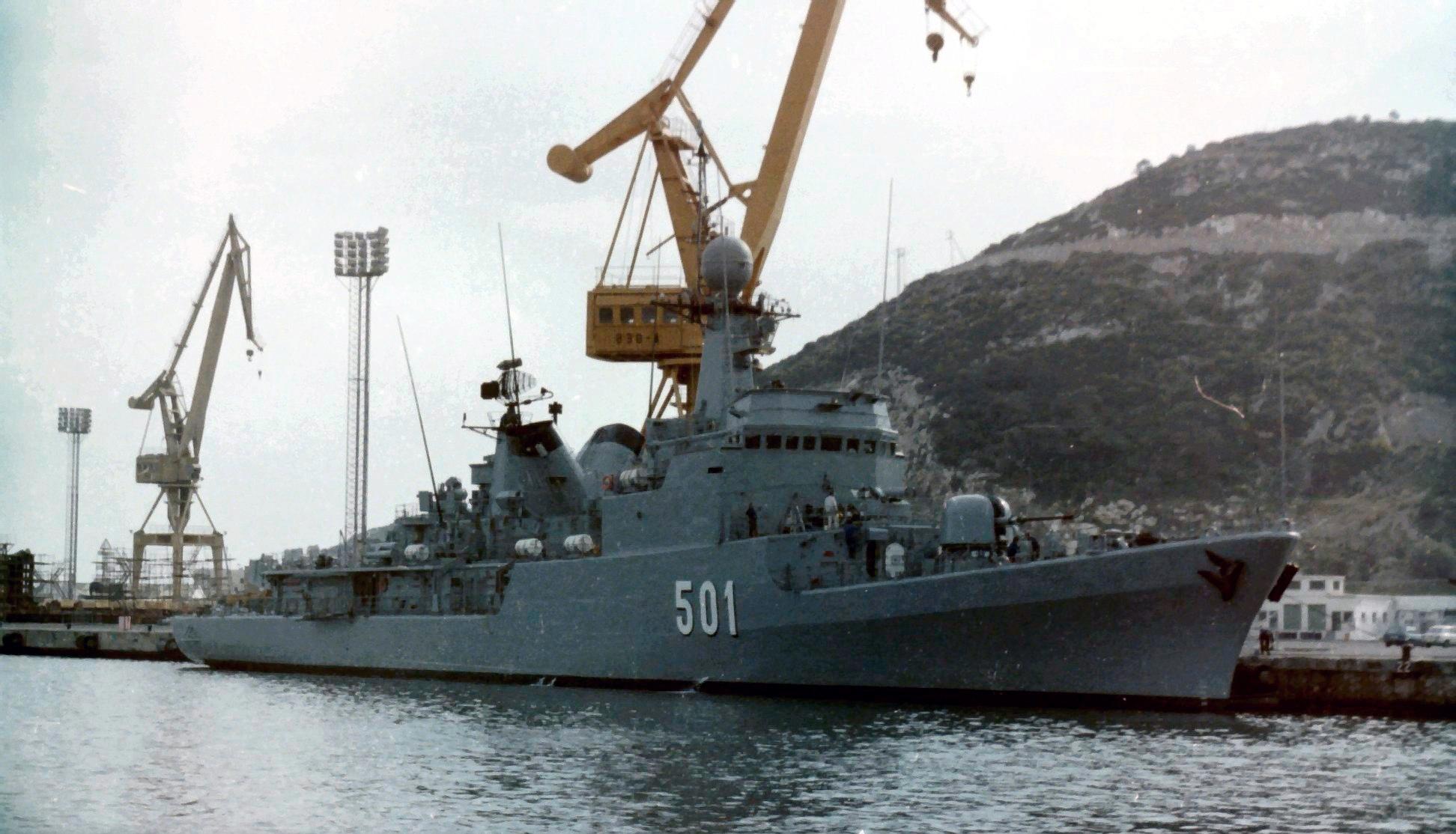 Royal Moroccan Navy Descubierta Frigate / Corvette Lt Cl Errahmani - Bâtiment École - Page 4 Clipb517