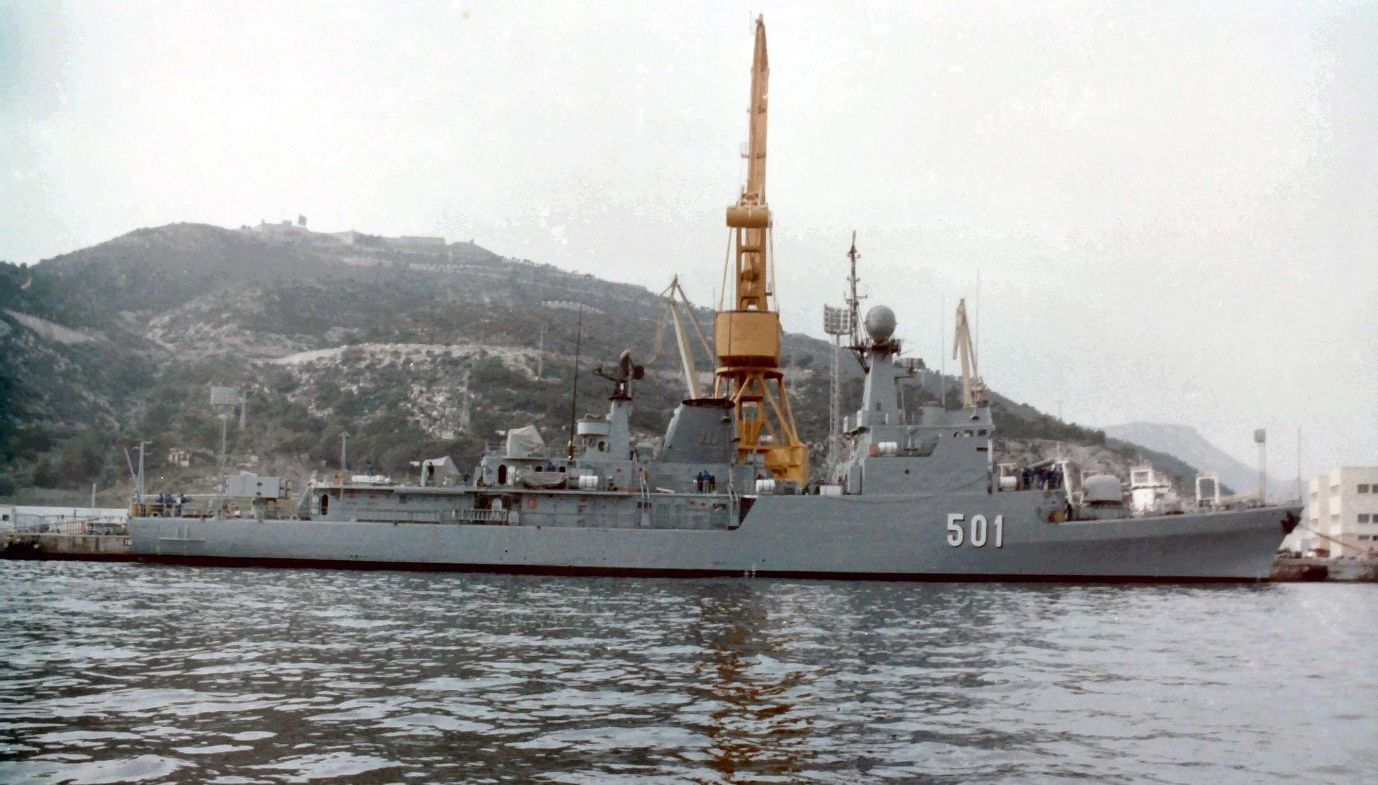 Royal Moroccan Navy Descubierta Frigate / Corvette Lt Cl Errahmani - Bâtiment École - Page 4 Clipb518