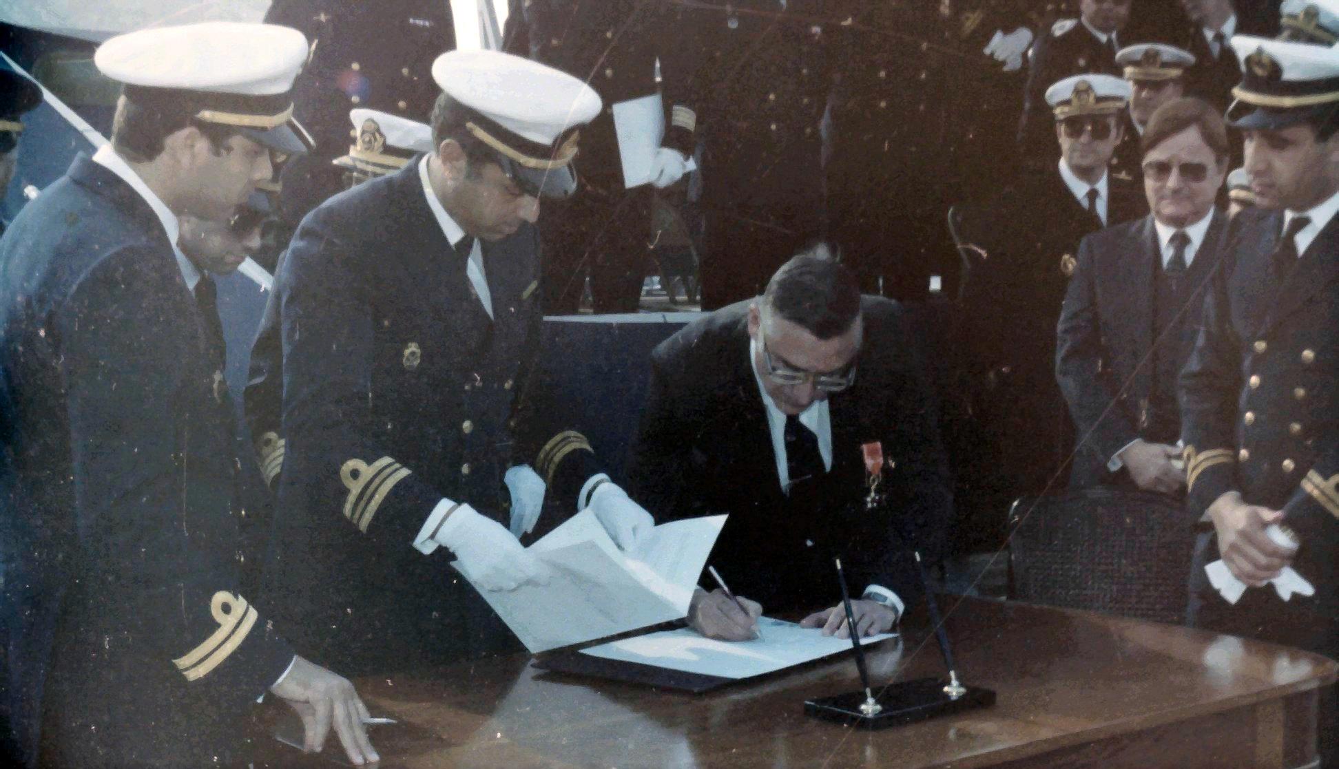 Royal Moroccan Navy Descubierta Frigate / Corvette Lt Cl Errahmani - Bâtiment École - Page 4 Clipb539