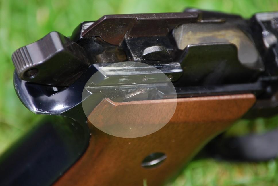 Mystère avec un Beretta 92S.. - Page 2 Dsc_0013