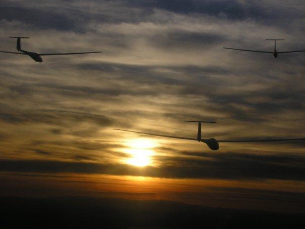 Patrouille à Saint remy; au coucher du soleil (5 planeurs) N6472011