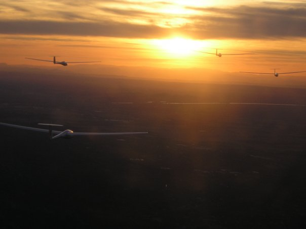 Patrouille à Saint remy; au coucher du soleil (5 planeurs) N6472012