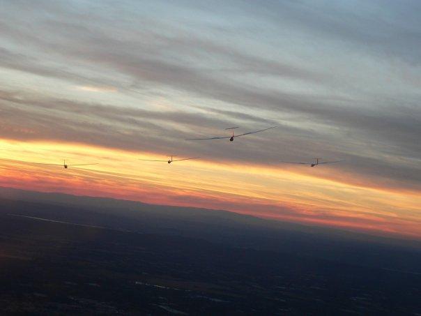 Patrouille à Saint remy; au coucher du soleil (5 planeurs) N6472023
