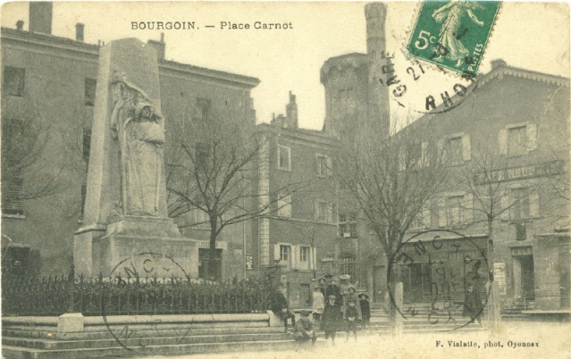 Bourgoin, place Carnot Bourgo10