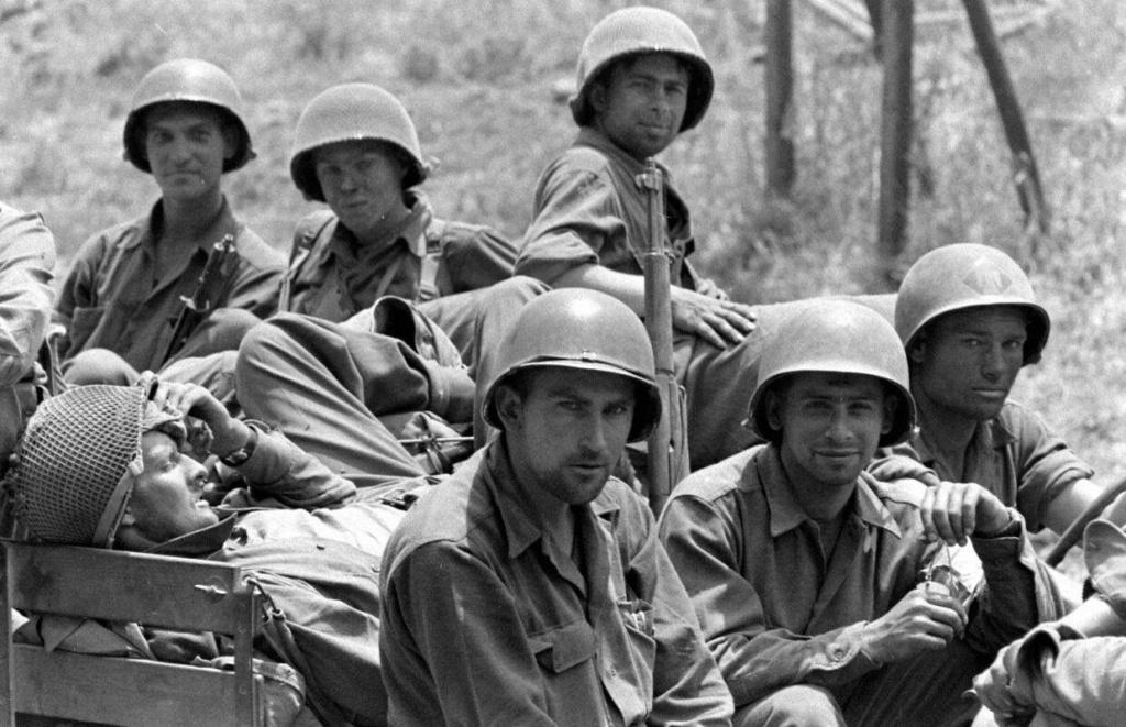 Les Images de la Seconde Guerre Mondiale - Page 18 45th_i10
