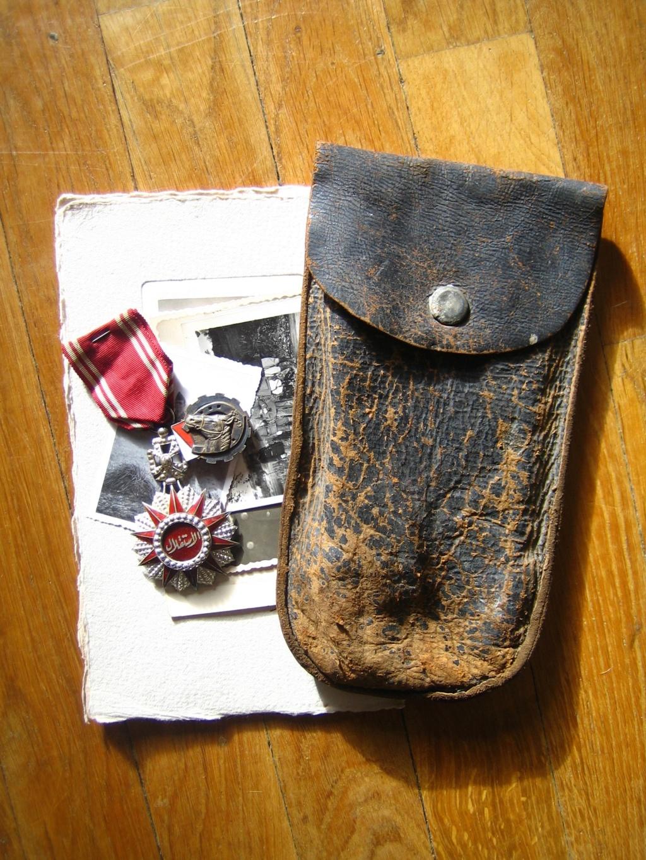 Une belle médaille, un insigne et une pochette à identifier Img_3541