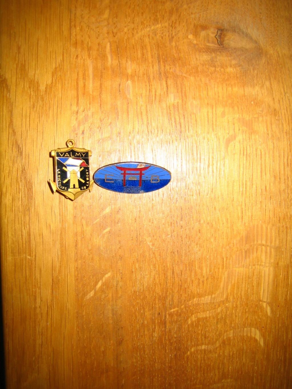 Musette US et une poignée d'insignes Img_4125