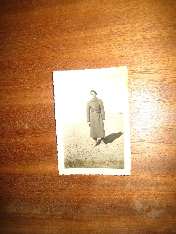Poignard bizarre, insigne et photos F 40 Img_4134