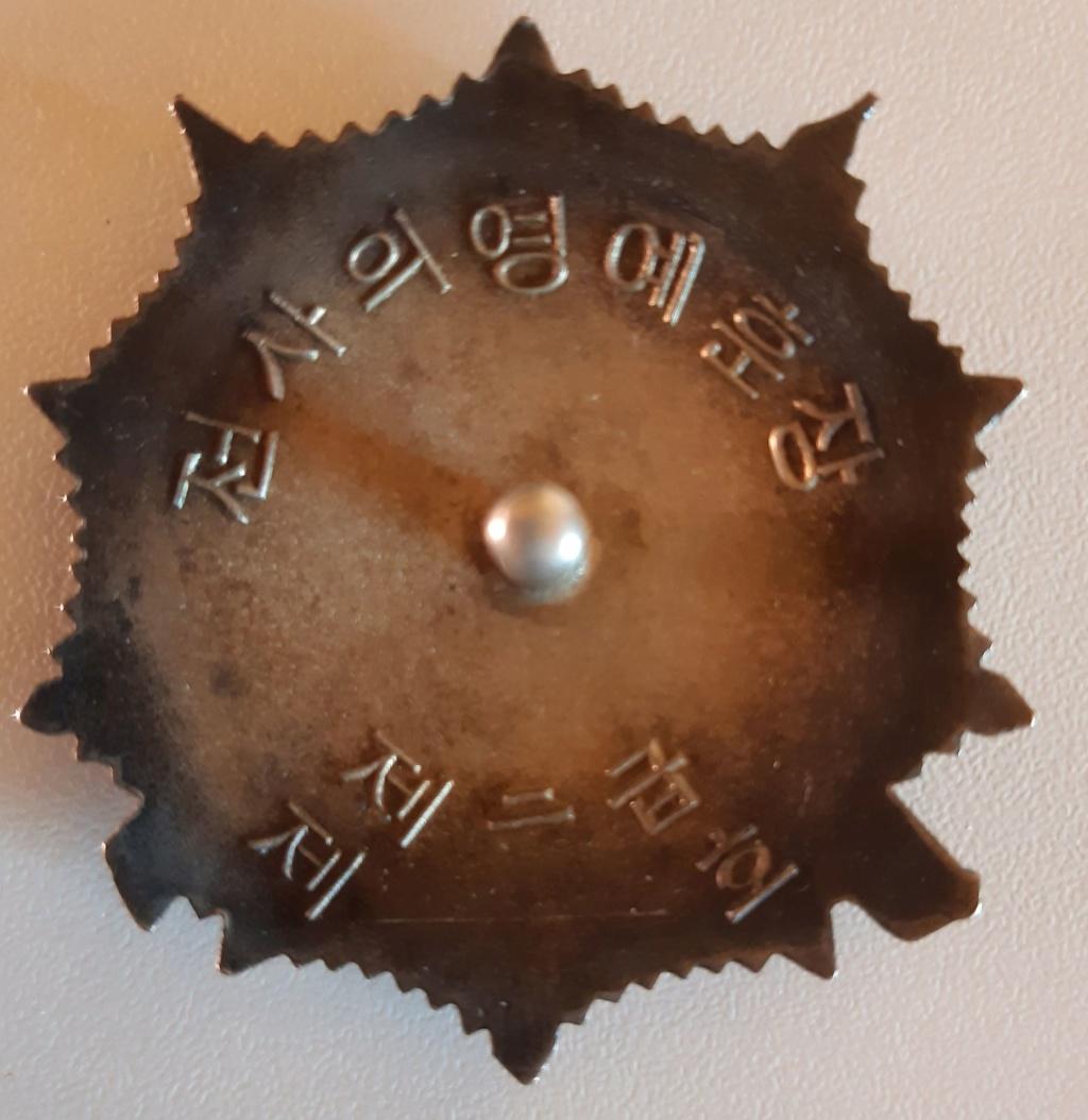 Ordres et médailles Corée du Nord Soldat12