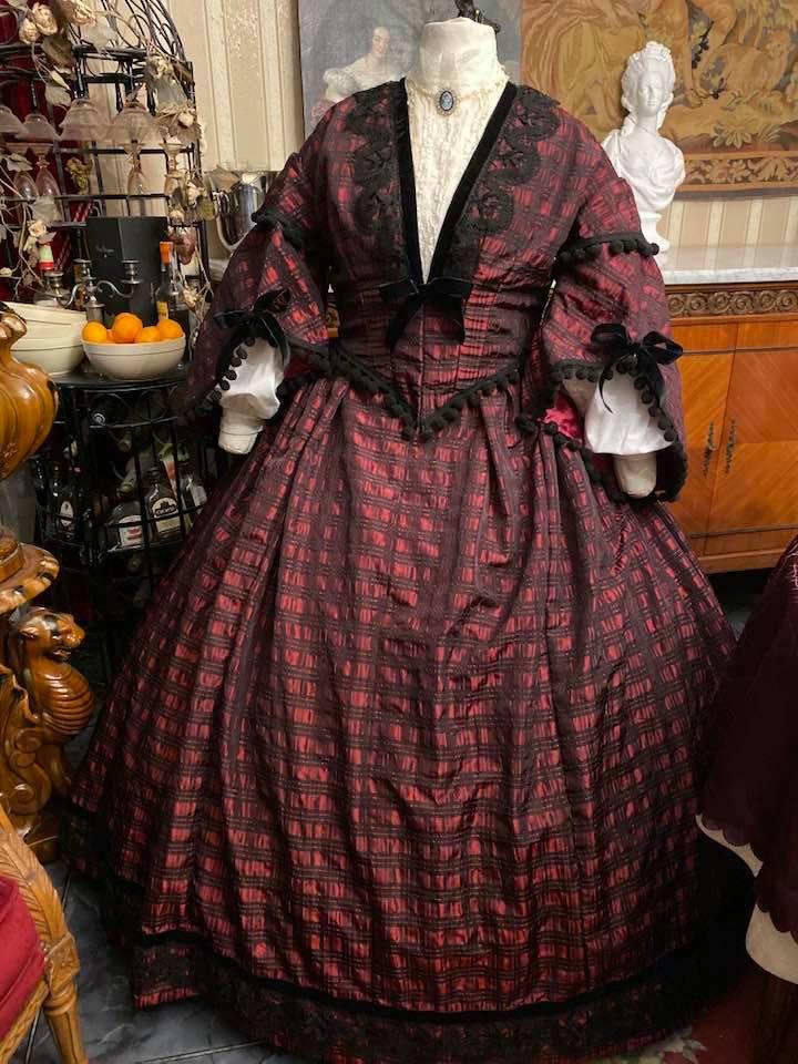 A vendre : robe de jour second empire Taille 46-48-50 74604710
