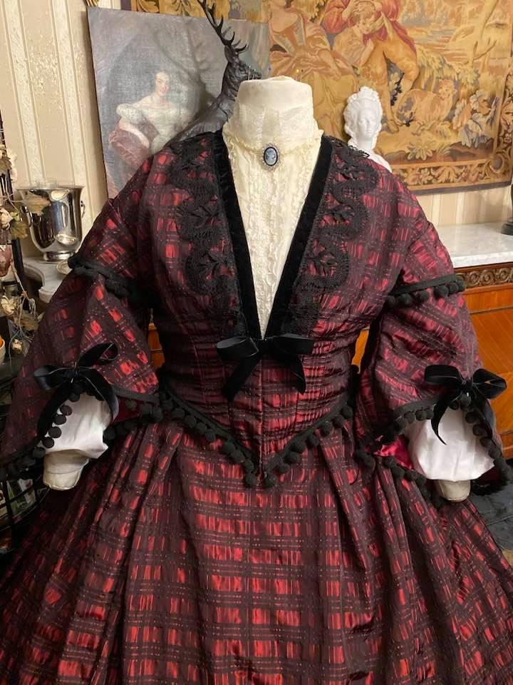 A vendre : robe de jour second empire Taille 46-48-50 77353510