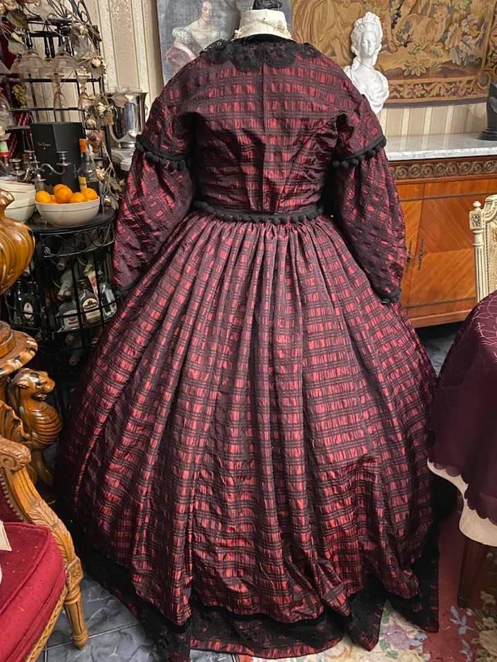 A vendre : robe de jour second empire Taille 46-48-50 79238810