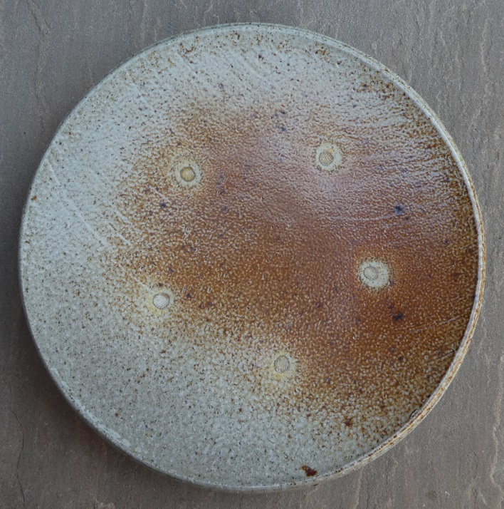 Salt-glazed and wood-fired footed plate Sg_a13