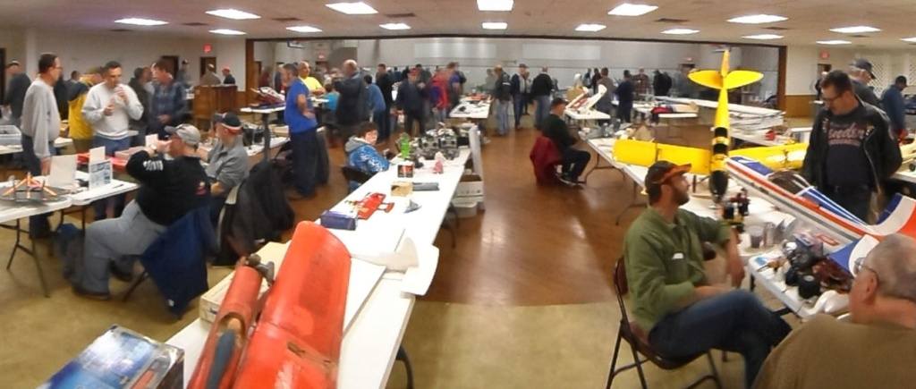 COLUMBIA (Illinois) R/C FLYING CLUB's Swap Meet Yesterday 0_113
