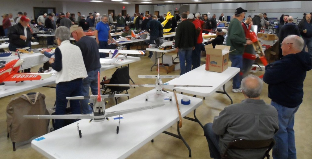 COLUMBIA (Illinois) R/C FLYING CLUB's Swap Meet Yesterday 1_46