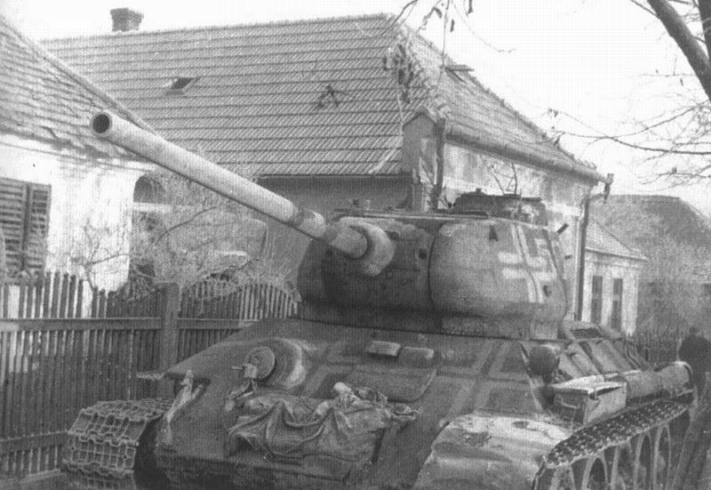 CHAR T34-85_détourné par les allemands_1944_1/72 41827410
