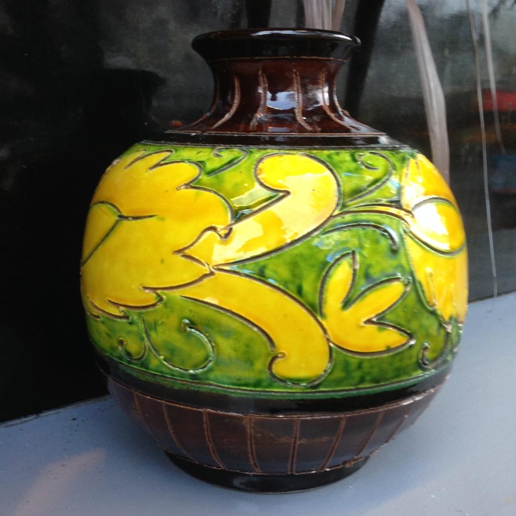 Vintage Italian Sgraffito sphere vase Img_2117