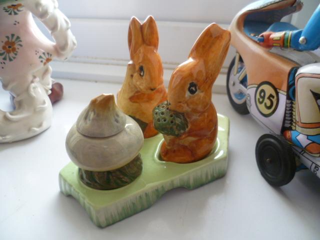 Beswick Ware Rabbit Cruet P1340313