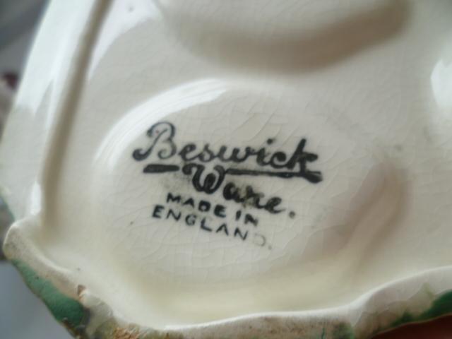 Beswick Ware Rabbit Cruet P1340314
