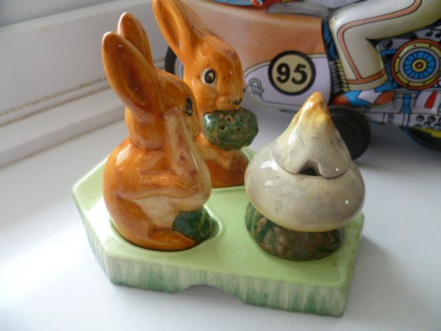 Beswick Ware Rabbit Cruet P1340315