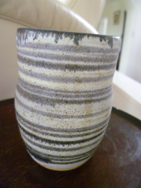 Incised DK initials on a little pot vase P1360512