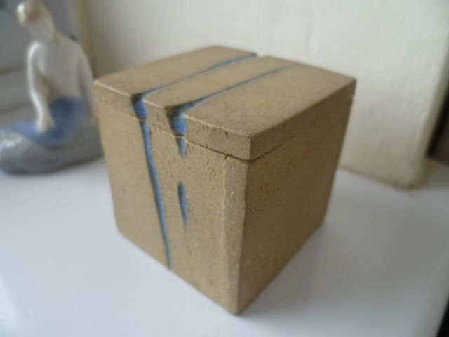 A Mevagissey Cube Pot - W mark - David Weston  P1390510