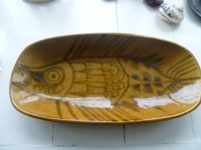Stylized Fish Dish P1430810