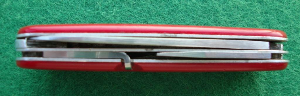 Et une autre coutellerie suisse qui a produit des Couteaux Officier Dsc09011