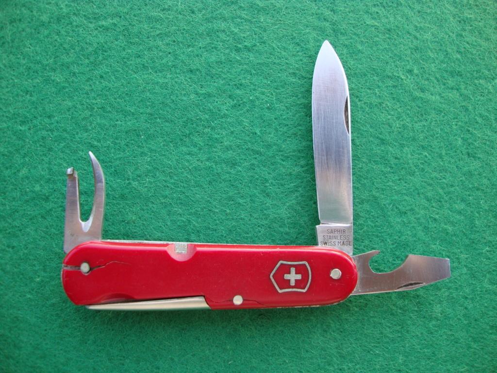 Et une autre coutellerie suisse qui a produit des Couteaux Officier Dsc09012