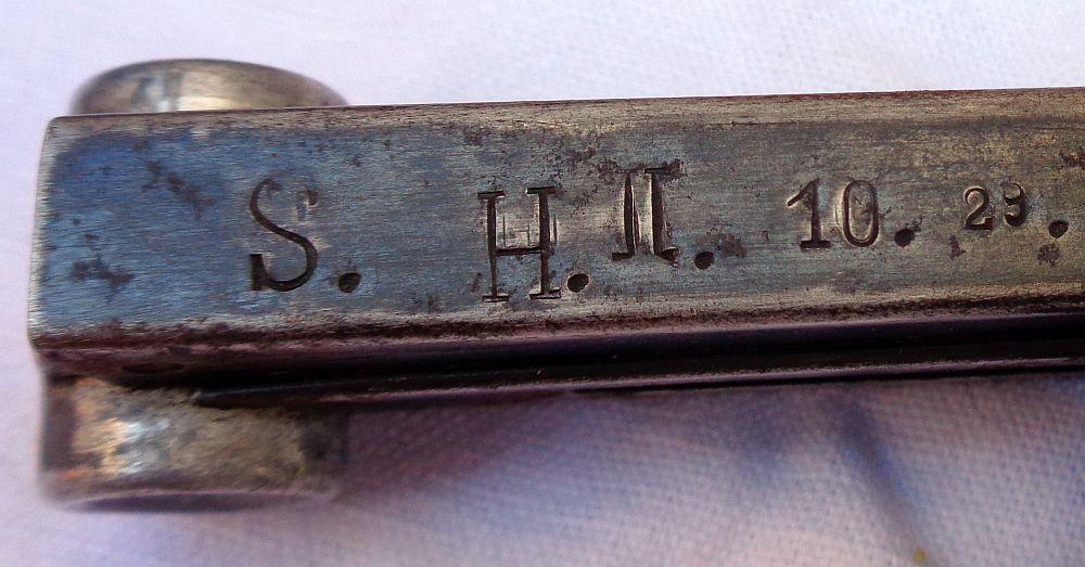 Identificatioon: Un etui de P08 et un chargeur à identifier ??? Dsc01512