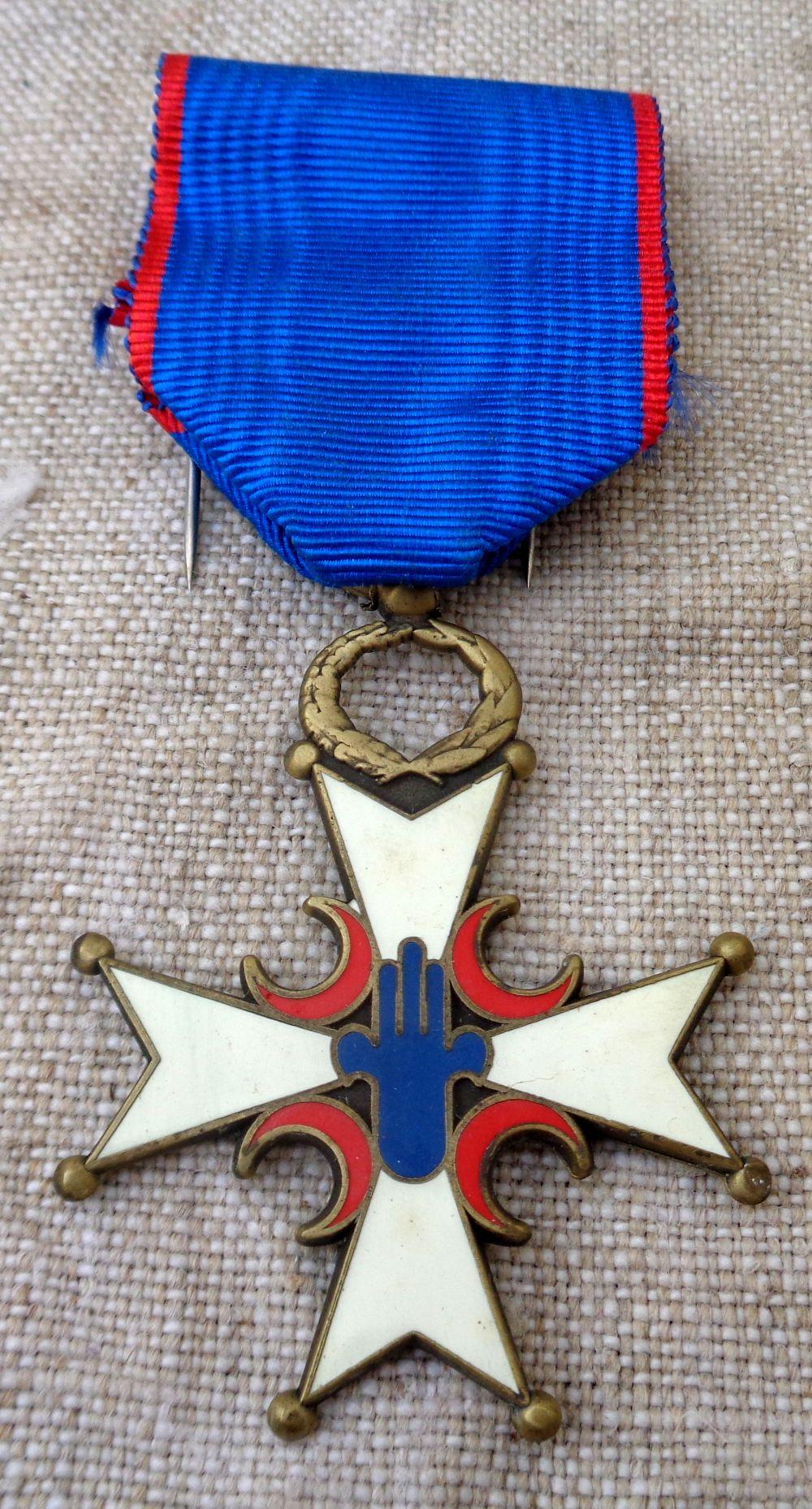 demande d'identification d'une médaille... Dsc03610
