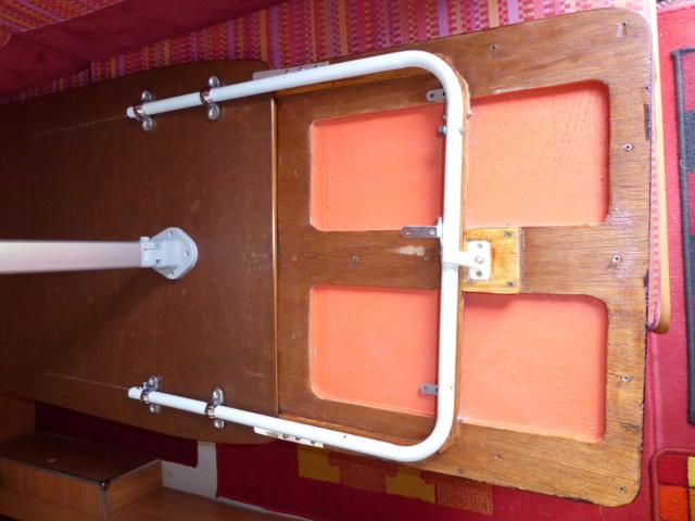 L'encombrante et lourde table de la super-puck 01911