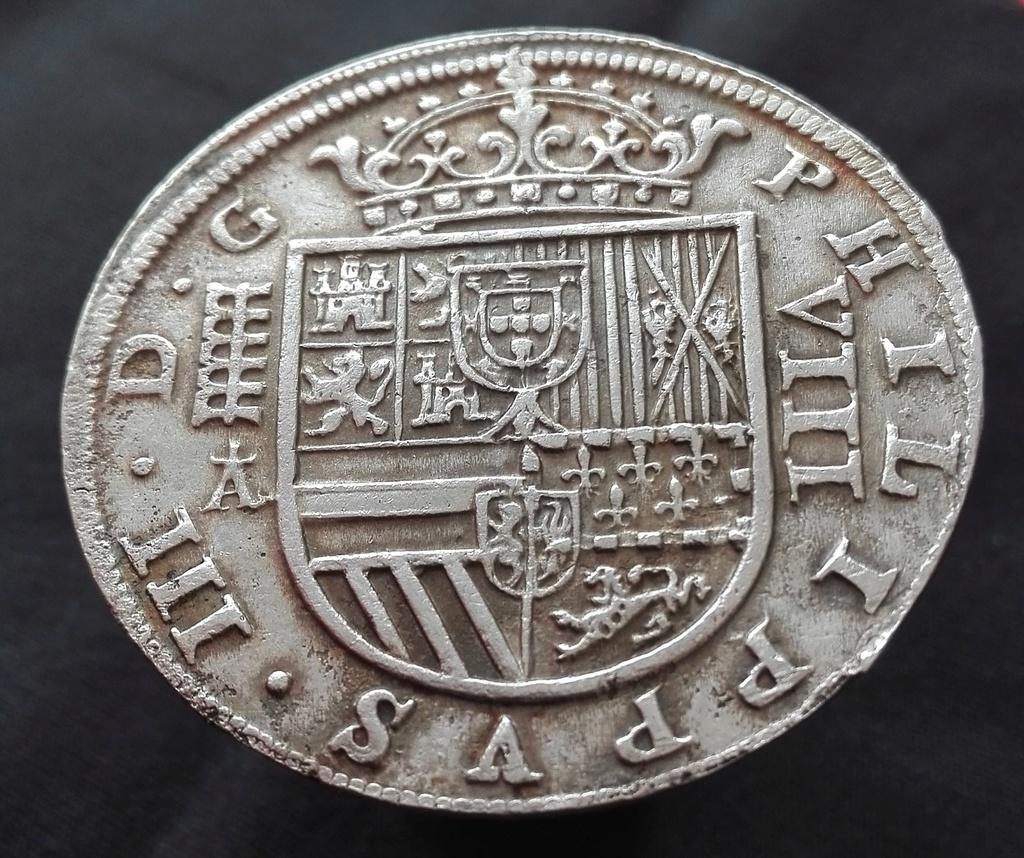 8 Reales de Felipe III de 1620 acuñados en el Real Ingenio de Segovia. Lance dedit. 8_real17