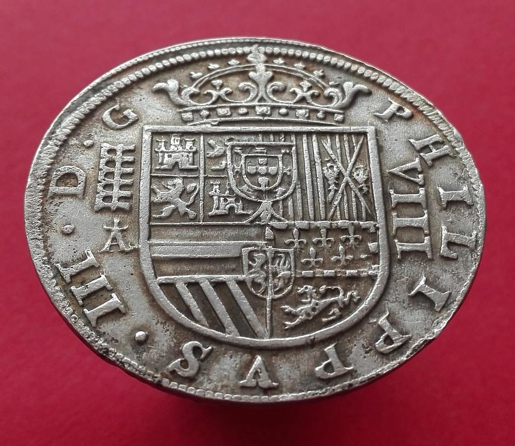 8 Reales de Felipe III de 1620 acuñados en el Real Ingenio de Segovia. Lance dedit. 8_real18