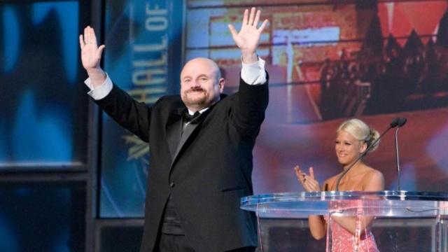Faleceu o lendário announcer Howard Finkel Evvd3n10