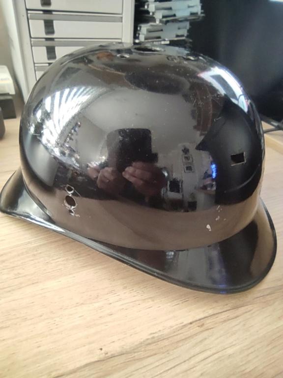 Bombe de casque a pointe ersatz noir Img_2010
