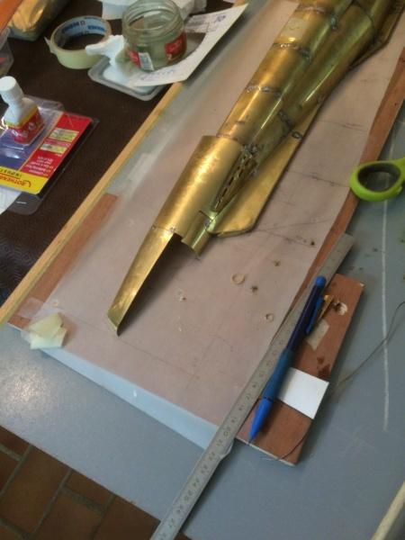 Réalisation du Blaison -ex U123 - en 1/2 coque en laiton . 1/50 ème Img_2010