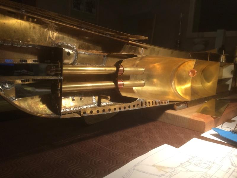 Réalisation du Blaison -ex U123 - en 1/2 coque en laiton . 1/50 ème Img_2711