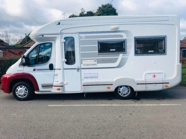 Auto-Sleeper Broadway El Duo 2008 - £26500 Mh_bro10