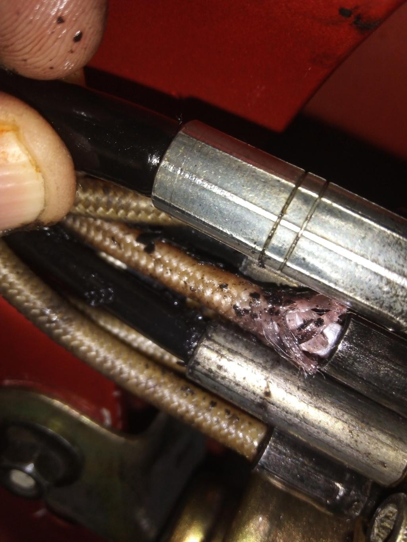 [ CAPOTA ] Líquido derramado por el maletero Img_210