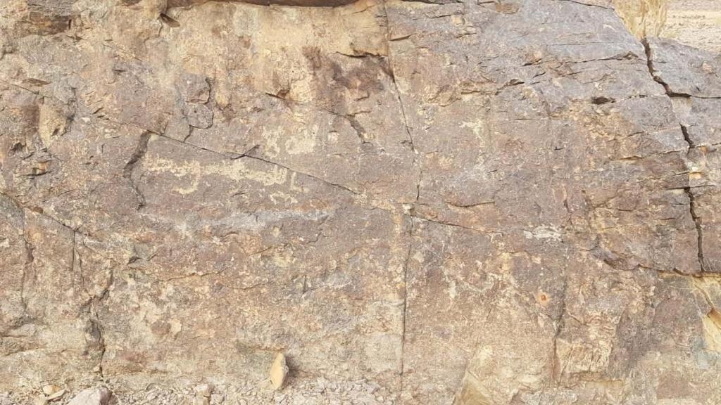صخرة مكتوب الله وعليها جرن جانبي Camsca13