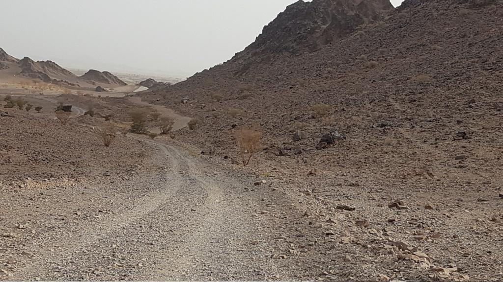 صخرة مكتوب الله وعليها جرن جانبي Eeeeei74