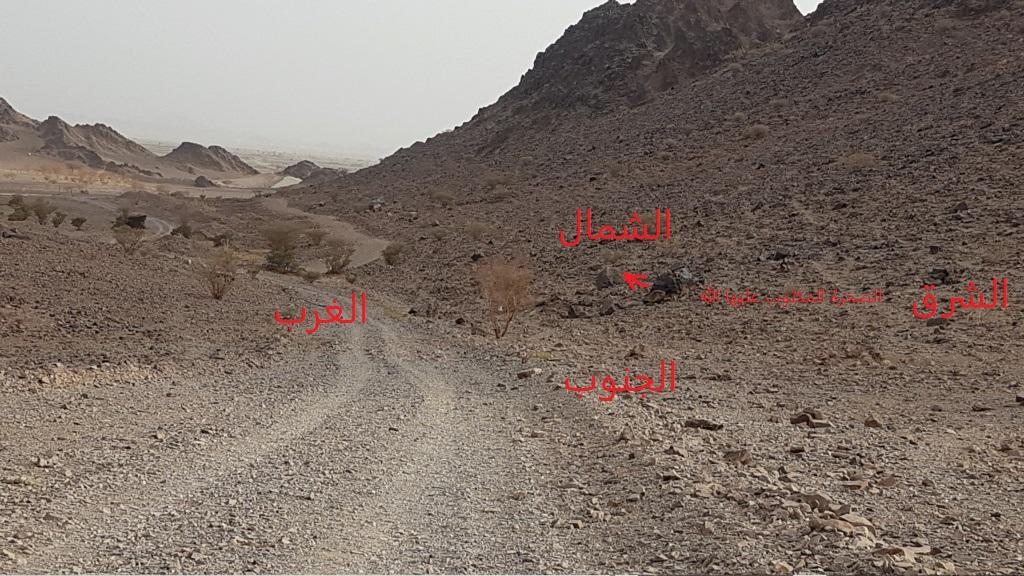 صخرة مكتوب الله وعليها جرن جانبي Eeeeei78